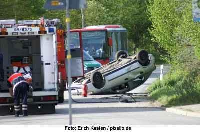 Verkehrsunfall - auch so ein Unfall kann durch einen Hund verursacht werden